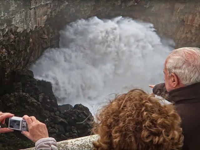 A incrível e perigosa Boca do Inferno, Cascais