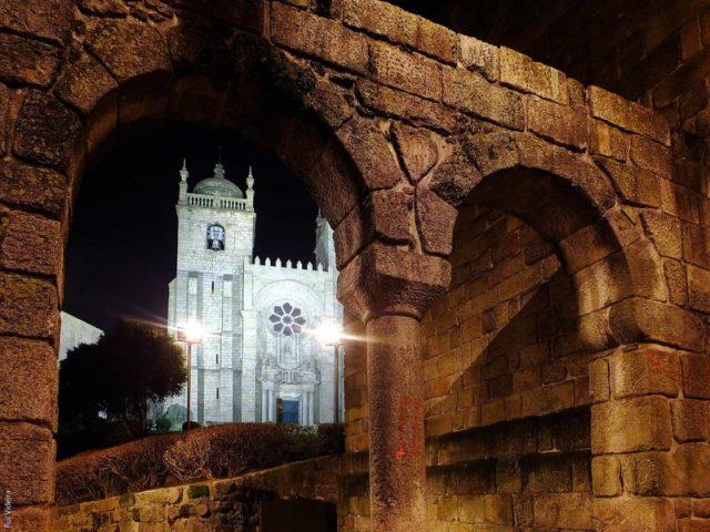 o Falso Pelourinho e a Torre Medieval
