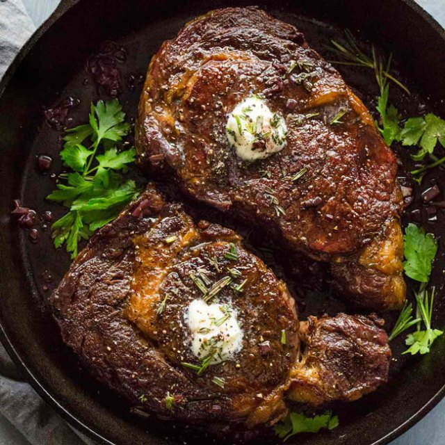 erros comuns ao cozinhar um bife