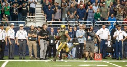 C.J. Sanders sprints down the field on the opening kickoff in Notre Dame's 44-6 win.