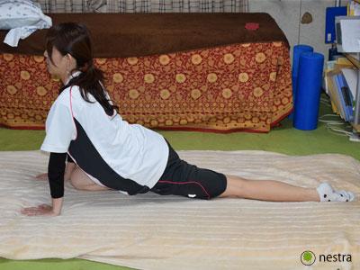 寝起き腰痛股関節ストレッチ4