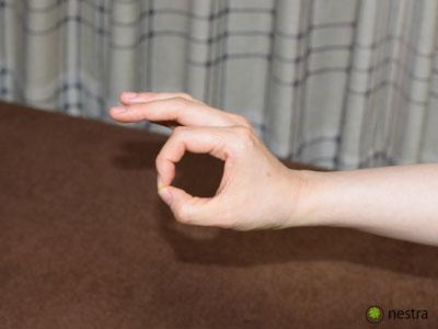手根管症候群検査オッケーサイン