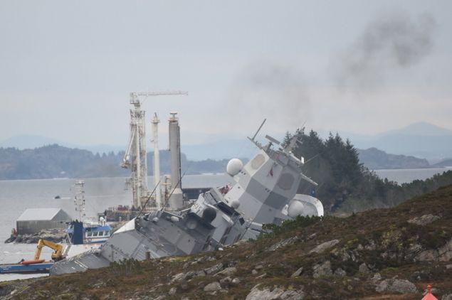 norway-frigate-1 Ελληνικό τάνκερ συγκρούστηκε με φρεγάτα του ΝΑΤΟ -7 τραυματίες, βυθίζεται το πολεμικό πλοίο