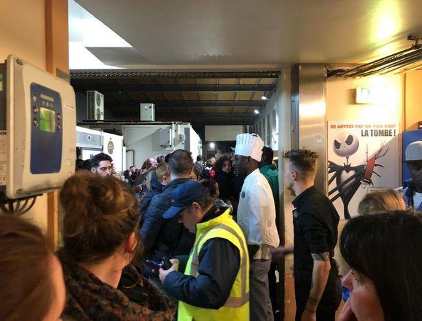 disneylanf5 Συναγερμός στο Παρίσι: Εκκενώθηκε η Disneyland