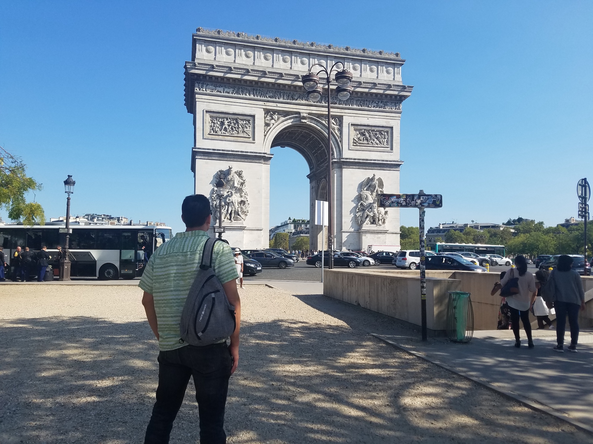 neatpack sling bag arc de triomphe