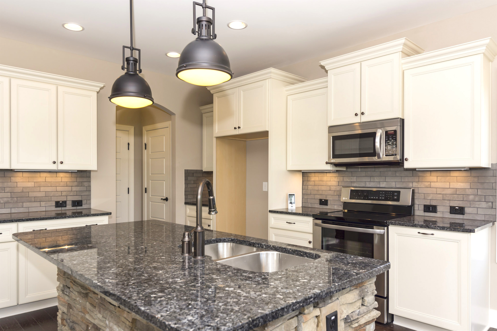 How To Choose Pulls Or Knobs For Your Kitchen Cabinet Hardware Nebs