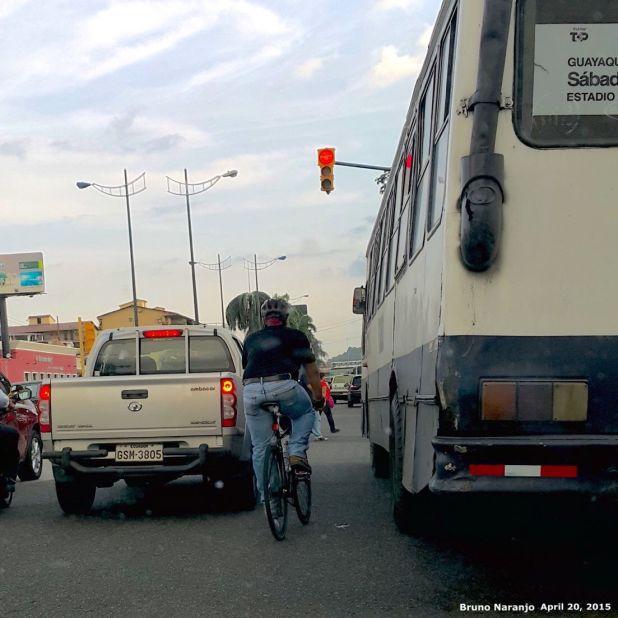 necatpaceorg-souffriaucom-20150420-max-souffriau-casco-fixie-bicicleta-urbano