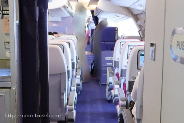 タイ国際航空TG677(A380)2階に上がった所