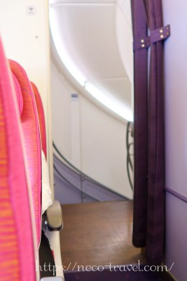 タイ国際航空TG677(A380)階段上から
