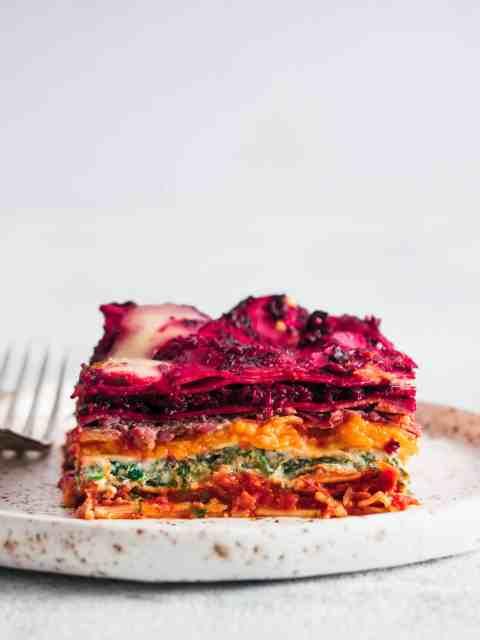 Vegetarische regenboog lasagne