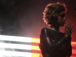 Martina Topley-Bird, live with Massive Attack