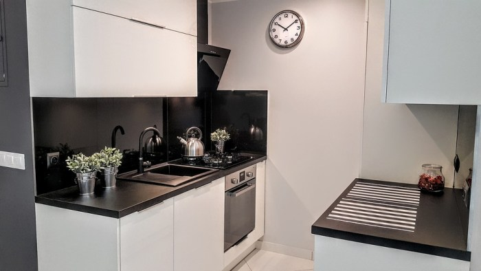 small kitchenette kitchen tiny space plants counters sink oven clock Making the most of your small kitchen