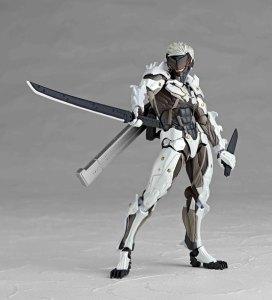 Metal-Gear-Rising-Revoltech-Raiden-White-Armor-004