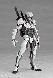 Metal-Gear-Rising-Revoltech-Raiden-White-Armor-006