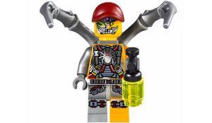 LEGO-Ultra-Agents-Spyclops-Infiltration-70166-3