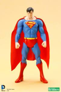 DC Universe Super Powers Superman ARTFX+ Statue. (1)
