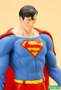 DC Universe Super Powers Superman ARTFX+ Statue. (10)