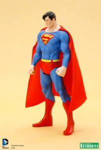 DC Universe Super Powers Superman ARTFX+ Statue. (3)