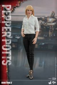 Pepper Potts Collectible Figure (3)
