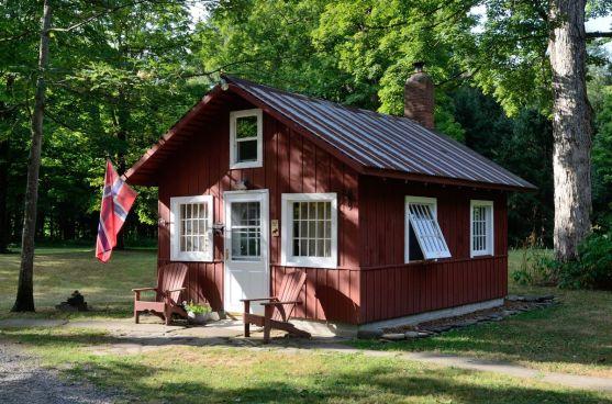 cabin_323