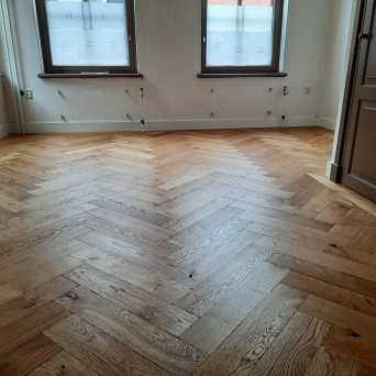 Visgraat gerookte houten vloer