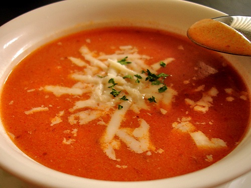 kolay-domatesli-sehriye-corbasi-tarifi
