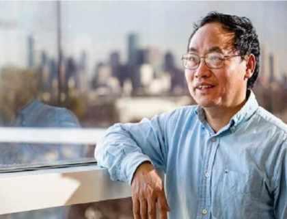 Чжифэн Рен, профессор физики в Хьюстонском университете, описывает экономичное решение на основе нанолистов, которое может повысить эффективность третичных методов добычи нефти на 15%