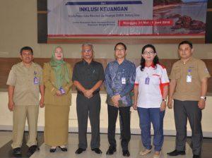 foto bersama pemateri denngan peserta Edukasi keuangan