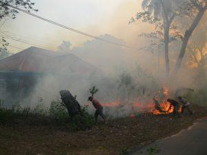 salah satu rumah di komplek PT.Koba tin terbakar pada tahun 2015 lalu (foto roni)