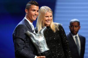 Cristiano Ronaldo dan Ada Hegerberg, pemain terbaik Eropa pria dan wanita di 2016. Foto: VALERY HACHE/AFP)