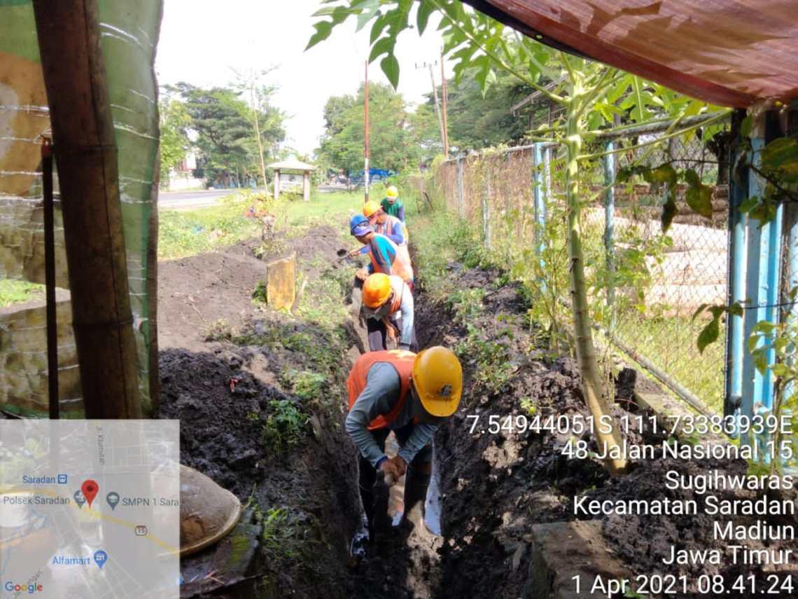 Pembersihan Saluran ruas jalan Nasional Ngawi-Caruban-Nganjuk-kertosono