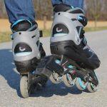 Dar clases de patinaje sobre ruedas a niños