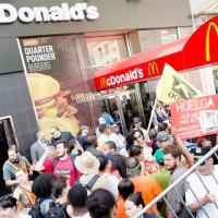 Empleados de McDonald's, Taco Bell y Wendy's preparan huelga en EE.UU