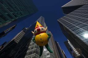 El globo de un duende, durante el desfile del día de Acción de Gracias, en Nueva York, el 28 de noviembre de 2013. REUTERS/Eric Thayer