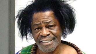 James Brown. Detenido en 2004 por maltratar a su esposa.