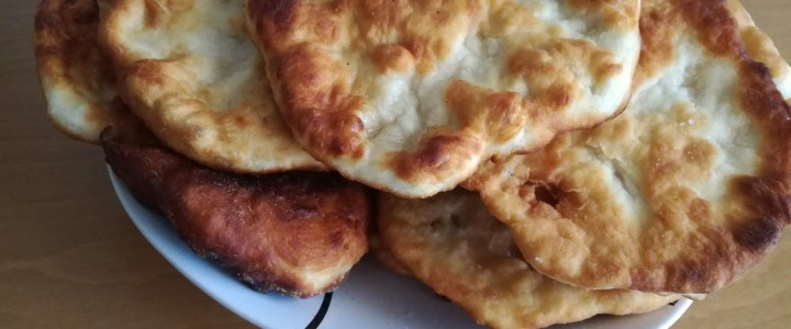 Рецепта за класически мекици с готово тесто