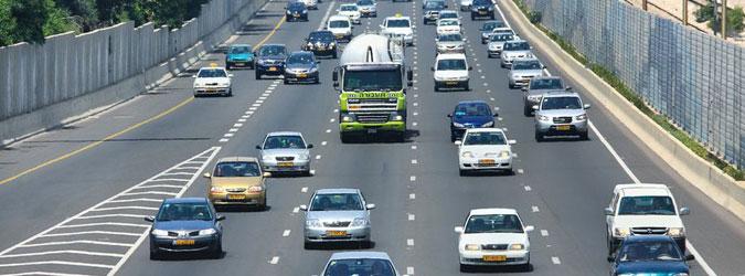 רכבים על הכביש