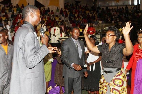 Emmanuel Makandiwa in service