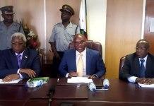 Mines and Mining Development Minister Walter Chidhakwa (centre)