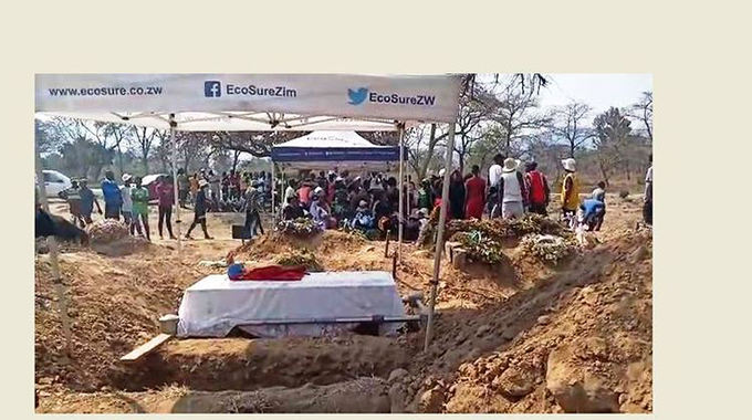Mourners leave the coffin to fight on the sidelines