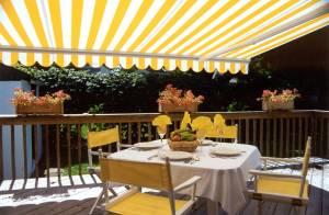 yellow striped awning