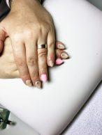 Gelové nehty růžové a béžové s kamínkem