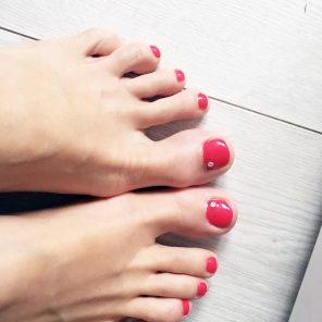 Gelové nehty na nožkách - tmavě růžové