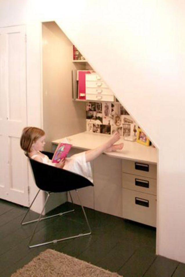 Lucy Earl of Jones-Keena & Co., jones-keena.com, shares this study nook for small spaces.