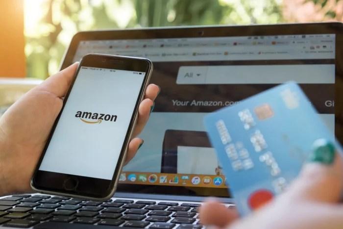 acesso-a-amazon-desktop-e-mobile-compras-no-cartao dinheiro - acesso a amazon desktop e mobile compras no cartao 700x467 - Como Ganhar Dinheiro na Internet: As 55 Melhores Maneiras (2021)