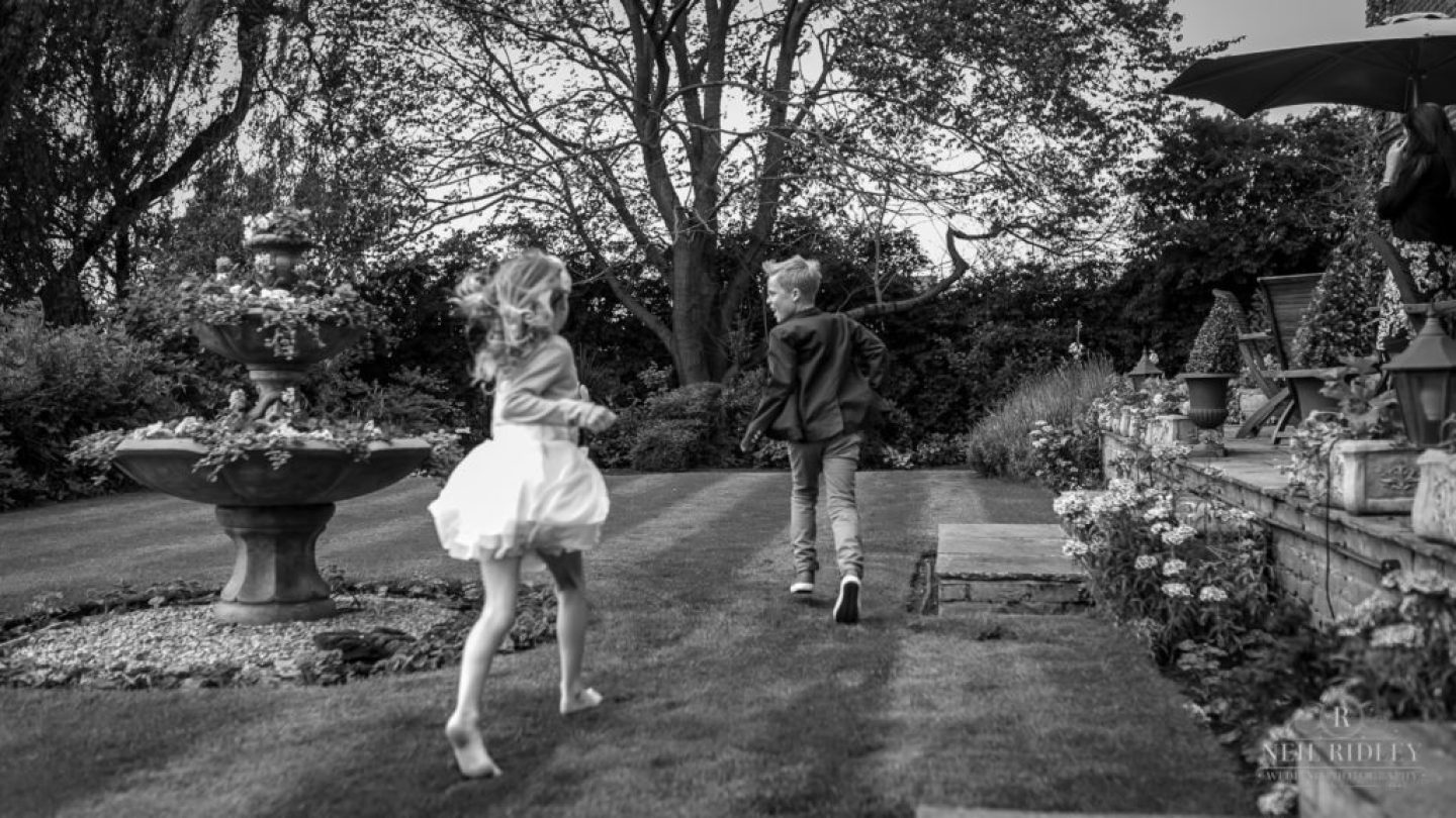 Albright Hussey Wedding Photographer, Children playing at Albright Hussey Manor