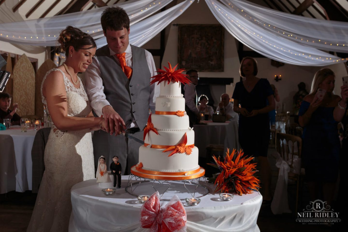 Bride and Groom cut the cake at The Great Hall at Mains