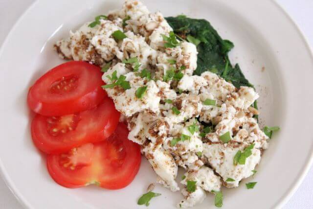 Scrambled egg whites and spinach