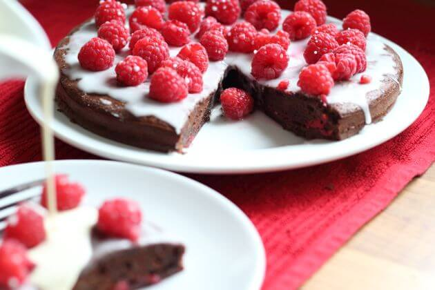 Don't feel guilty or deny yourself a nice pudding just because you are calorie counting. Enjoy this, my low fat summer chocolate pudding cake with just a drizzle of cream.