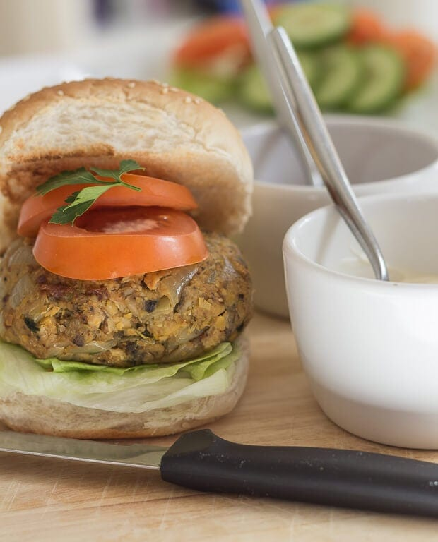 These chick pea burgers are extremely easy to make, filling, high in fibre and low in fat! Everybody loves burgers, and vegetarian burgers can be just as tasty as meat ones. You can make 4 large burgers with this recipe, or 6 slightly smaller ones. The choice is yours.